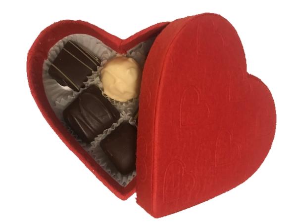 CHOKLADBUDET - Litet hjärta fylld med handgjorda praliner