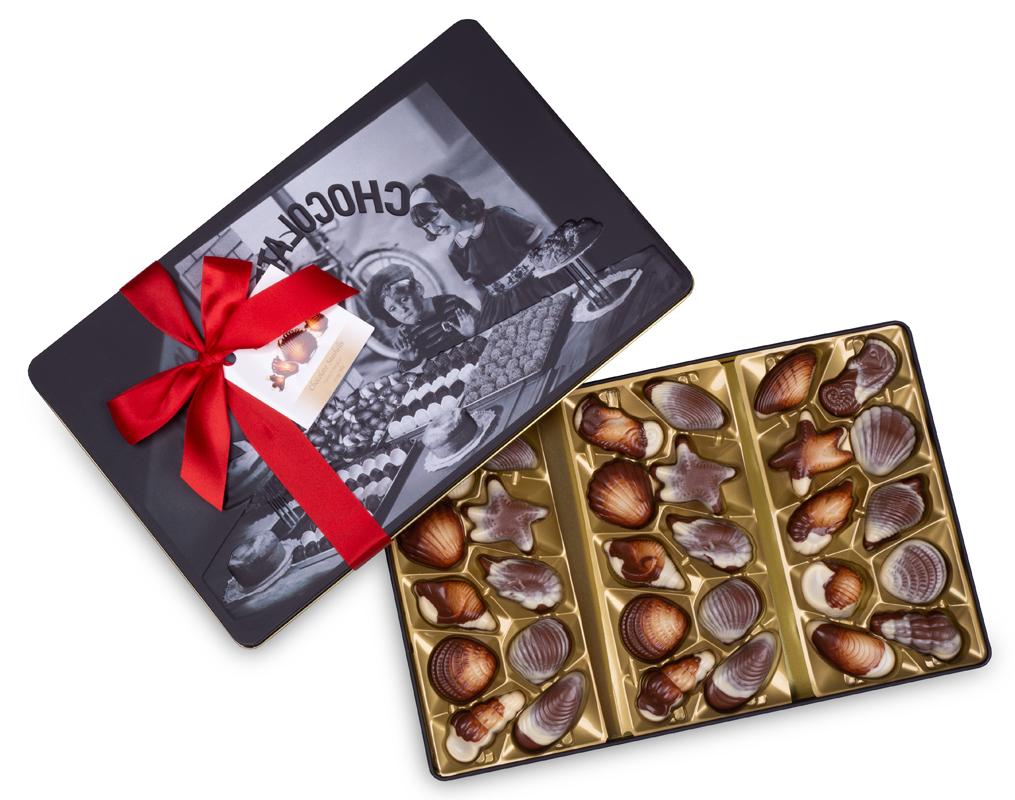 CHOKLADBUDET - Sweet chocolates reliefmotiv på snygg metallask