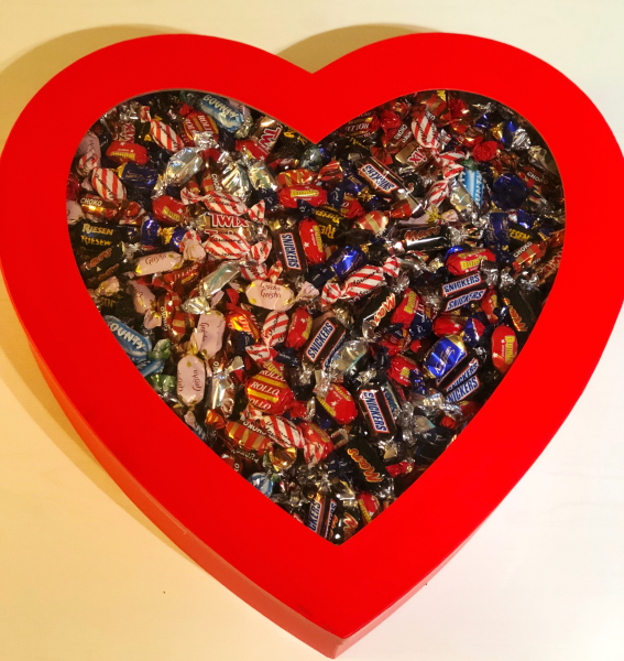 CHOKLADBUDET - Gigantisk Hjärtask fylld med 6 kg choklad